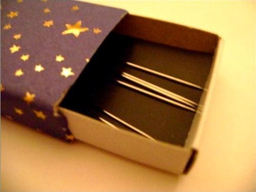 Поделки из спичечных коробков Как сделать игольницу своими р…