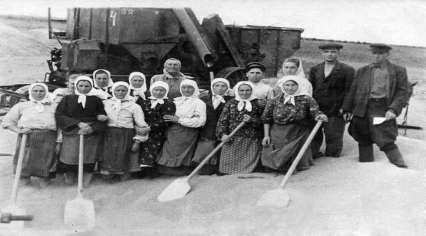 http://vorovskolesskaja.narod.ru/olderfiles/24/kolhoz_molotova.jpg