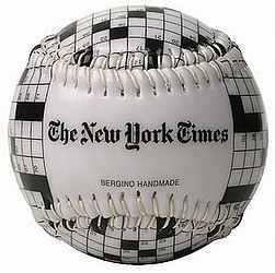 Бейсбольный мячик с символикой