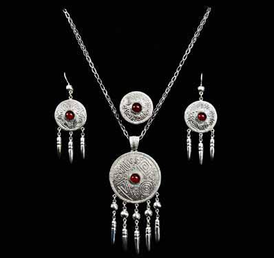 Казахские женские ювелирные украшения