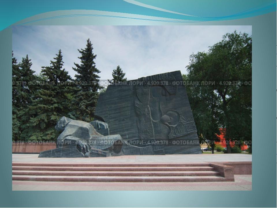 На территории северного микрорайона поставленПамятник Славы— мемориальный к...