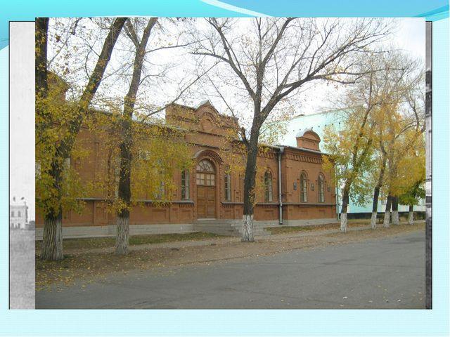 Это здание было построено в 1888 году. Здесь располагалось трехклассное учили...