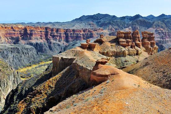 http://www.advantour.com/img/kazakhstan/southern/charyn-canyon-view.jpg