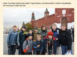 Viele Touristen besuchen jeden Tag Moskau und bewundern unsere Hauptstadt. Wi