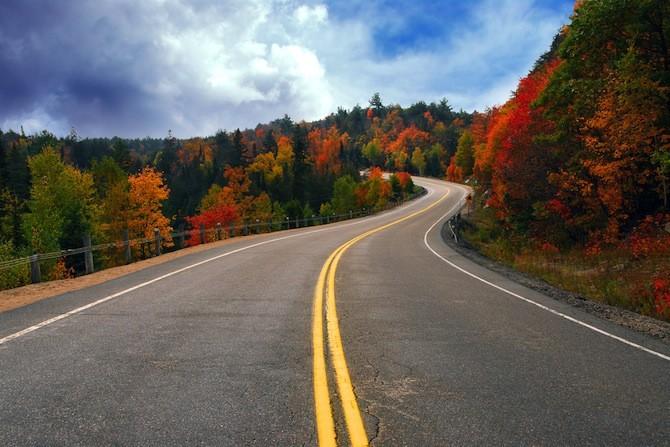 http://www.theamericanroadtripcompany.co.uk/wp-content/uploads/New-England-Autumn-road-101-670x447.jpg