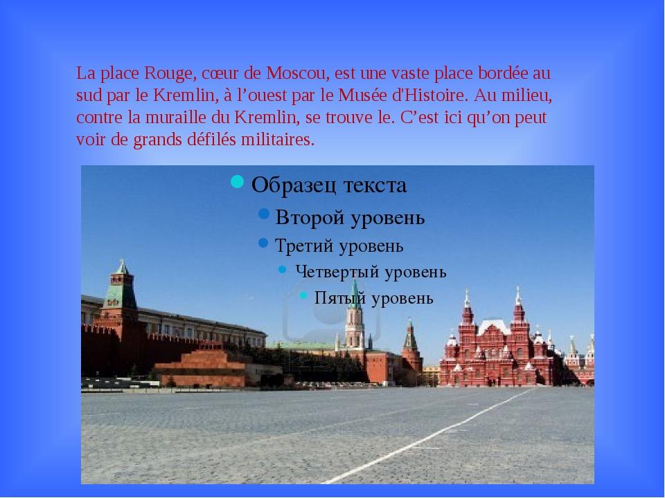 La place Rouge, cœur de Moscou, est une vaste place bordée au sud par le Krem...