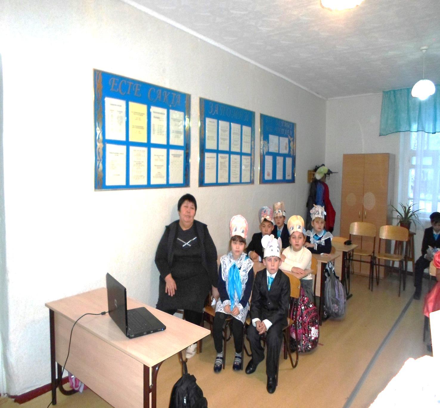 D:\видеокамера\1.неделя нач класс\2015-11-25открытые уроки учителя началка\Утуалиева\SAM_1836.JPG