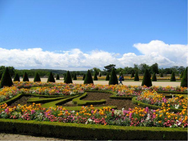 Но Версаль – это не только роскошный дворец. Версаль – это сады. Парки. Фонта...