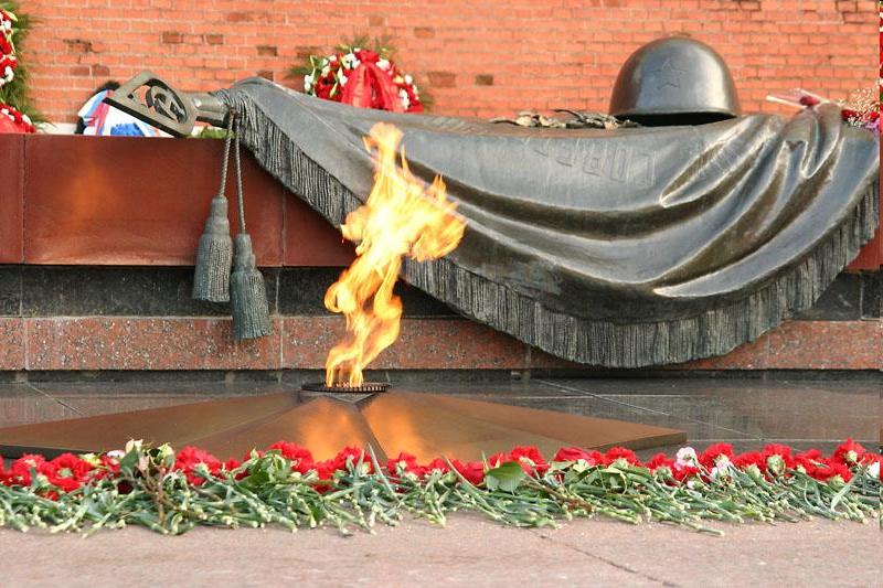 http://900igr.net/datai/istorija/1941-1945/0004-001-Vechnyj-ogon.png