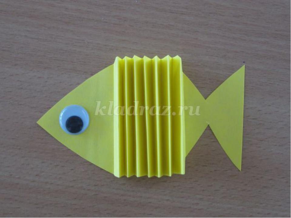 Рыбка из бумаги и картона