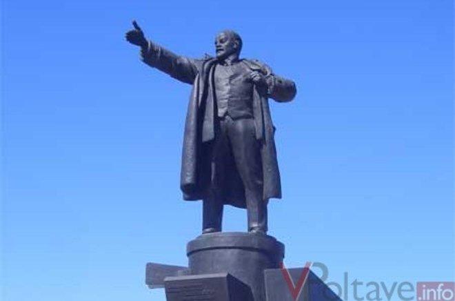 Еще один памятник Ленину свалили в Украине - в Бердичеве