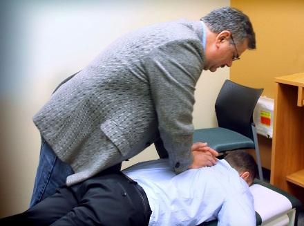 C:\Users\User\Desktop\1280px-Chiropractic_spinal_adjustment.jpg