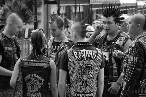 punks-cultura-punk-bw-branco-e-preto-black-and-white-Favim.com-545943