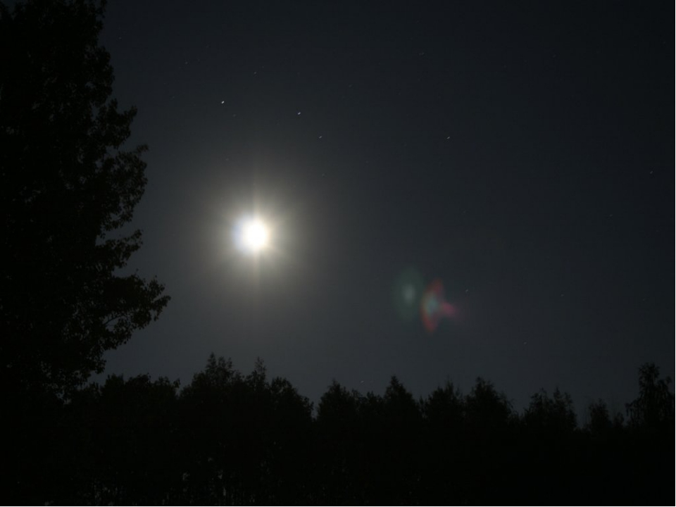 Отгадай загадку Ночью по небу гуляю, Тускло землю освещаю. Скучно очень мне...