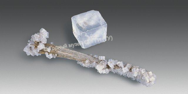 http://www.spmi.ru/system/files/lib/minerals/galit.jpg