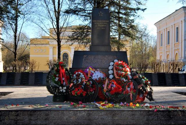 http://www.war.ee/images/ww2_zone_images/heroes_grafov_20120507_9-25-08/20120507_09-35-10.jpg