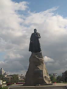 http://upload.wikimedia.org/wikipedia/commons/thumb/e/ec/Erofei_Khabarov_monunent.jpg/220px-Erofei_Khabarov_monunent.jpg