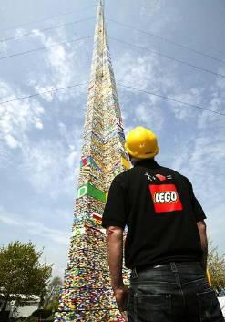 Башня из кубиков Лего в парке Legoland