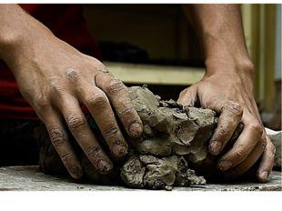 Руки скульптора обладают особой чувствительностью - повышенным осязанием, бла