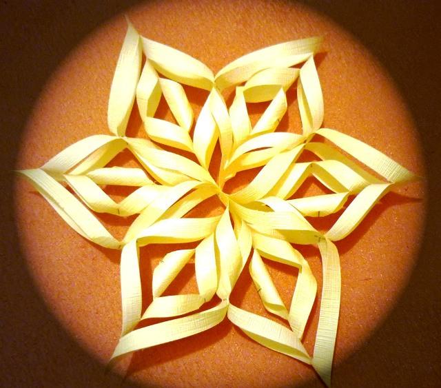 Как сделать объемную снежинку из бумаги а4