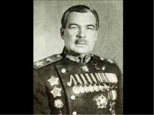 Или Анну Ахматову, вставшую в дозор у Фонтанного дома, от Армии невдалеке?