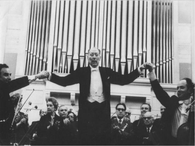 Не дай Бог услышать такие: руки людей еле двигались, аплодисменты напоминали...