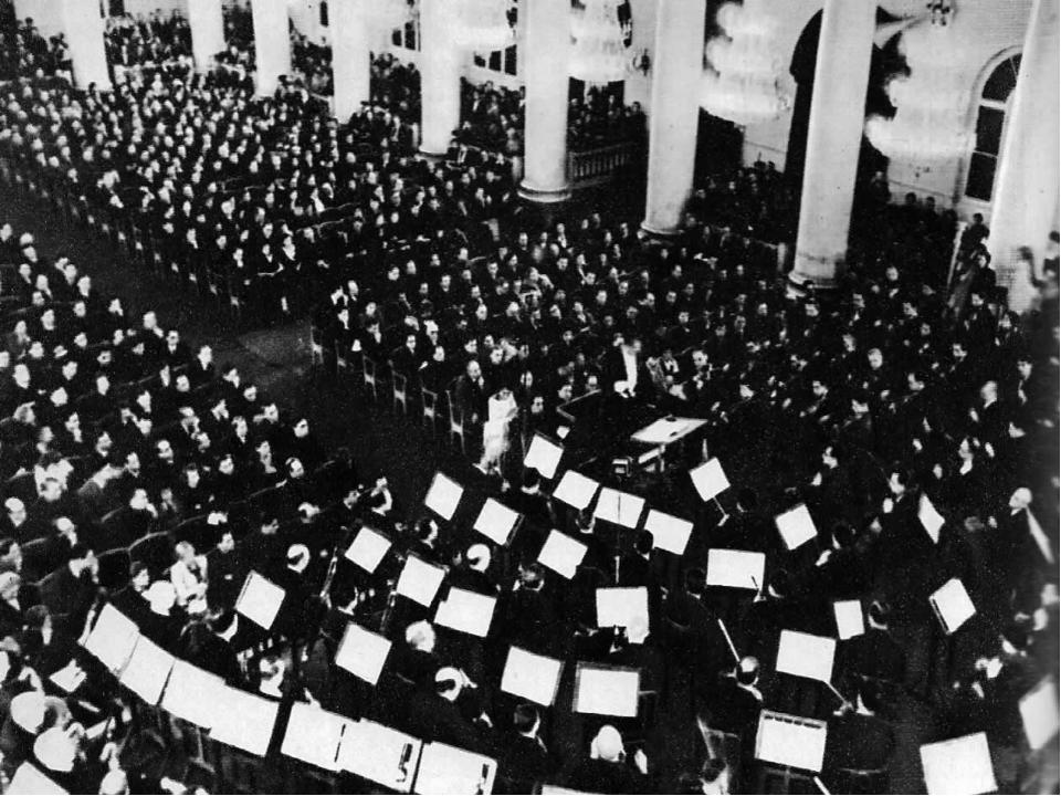 Ольга Берггольц вспоминала: «Помню, как на сверхъестественные овации зала, вс...