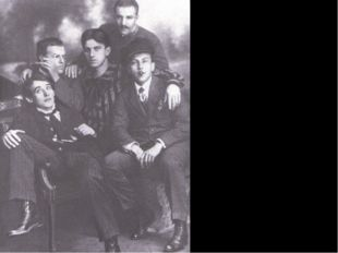 Группа футуристов. Слева направо: А. Кручёных, Д. Бурлюк, В. Маяковский, Б. Л