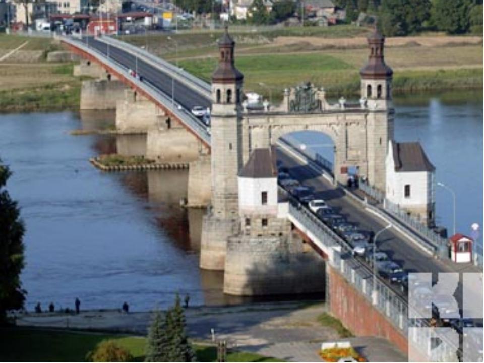 Внутренние воды Крупнейшая река Неман. Озер более 3 тысяч ( 1,5% от площади г...