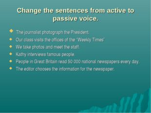 Change the sentences from active to passive voice. The journalist photograph