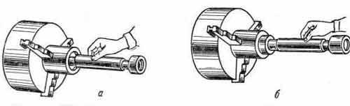 Контроль диаметра отверстия калибром-пробкой