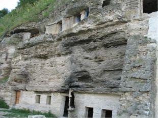 Полезные ископаемые Молдова бедна полезными ископаемыми. Здесь добывают извес