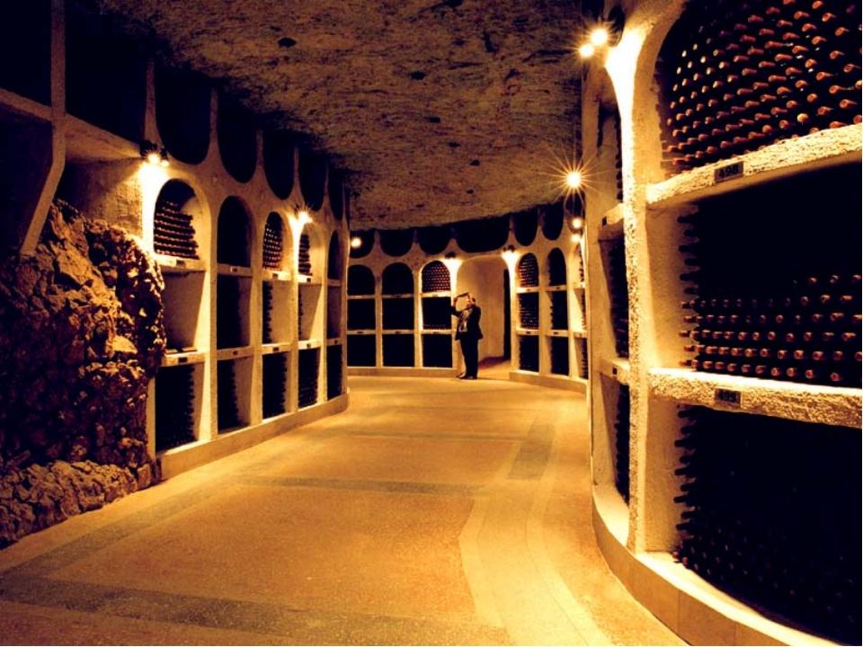 Промышленность Главная промышленность – пищевая. Молдавия славится своими вин...