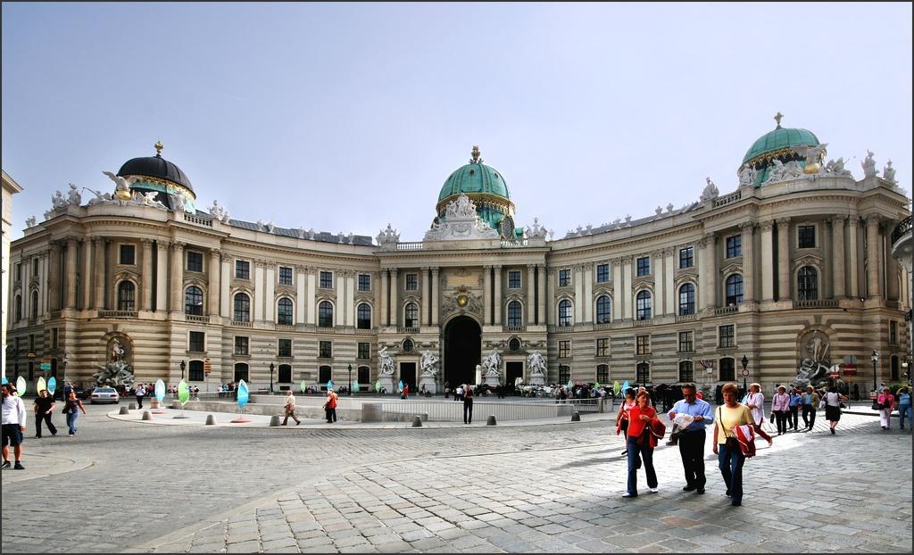 D:\Австрия Вена\имперская площадь.jpg