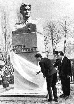 Открытие памятника Х. Андрухаеву.