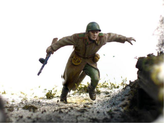 Назовите имя героя войны, который сумел закрыть своим телом амбразуру вражеск...