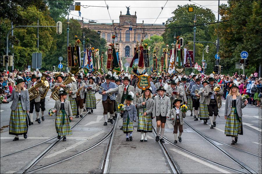 1. Октоберфест. Костюмированное шествие