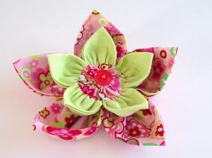4008658326 ccfa43ae07 300x224 Брошь цветок из ткани