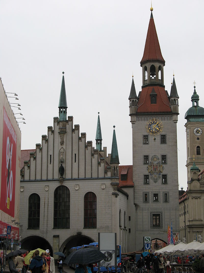 https://upload.wikimedia.org/wikipedia/commons/thumb/4/4c/2318_-_M%C3%BCnchen_-_Altes_Rathaus.JPG/800px-2318_-_M%C3%BCnchen_-_Altes_Rathaus.JPG