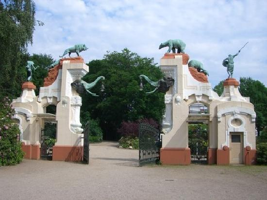 http://wiki-dostoprimechatelnosti.ru/photo/dostoprimechatelnosti/12/gamburgskiy-zoopark-hagenbek-gamburg-1223961.jpg