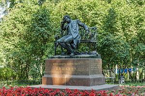 Pushkin monument in Tsarskoe Selo 02.jpg