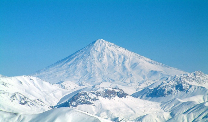 https://upload.wikimedia.org/wikipedia/commons/3/3d/Damavand_in_winter.jpg