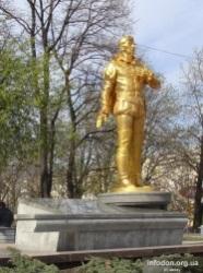 Описание: Памятник народному артисту Украины Анатолию Соловьяненко в Донецке