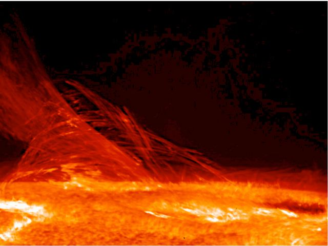 Изображение поверхности и короны Солнца, полученное Солнечным Оптическом Теле...