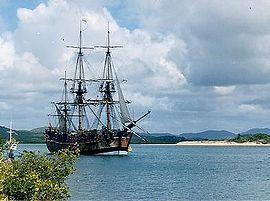 Джеймс Кук Австралия материгінің жағалауын Endeavour кемесімен зерттеген