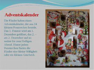 Adventskalender Die Kinder haben einen Adventskalender, der aus 24 kleinen Fe