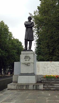 Nekrasov monument in Yaroslavl.jpg