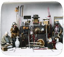 http://upload.wikimedia.org/wikipedia/commons/thumb/1/19/Old_Japanese_military_paraphernalia.jpg/225px-Old_Japanese_military_paraphernalia.jpg