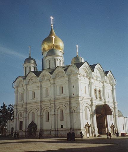 http://pravoslavie24.com/wp-content/uploads/2014/09/arhangelskii-sobor-moskovskogo-kremlya-1.jpg