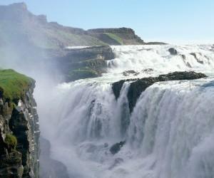 http://zastavki.cryazone.com/user-content/uploads/wall/mid/4/Golden_Falls__Iceland_cryazone.com.jpg
